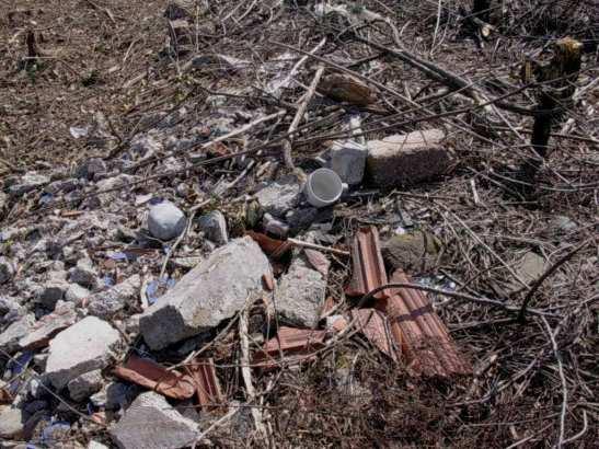 Materiali inerti scaricati a bordo di Via San Biagio